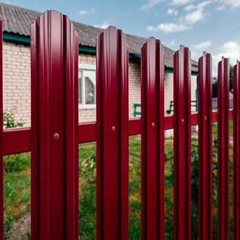 Как рассчитать металлический штакетник на забор